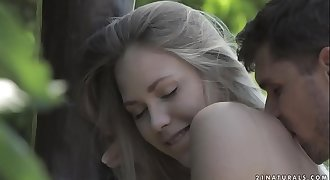 Petite teen Selvaggia wants to get ass fucked in the garden